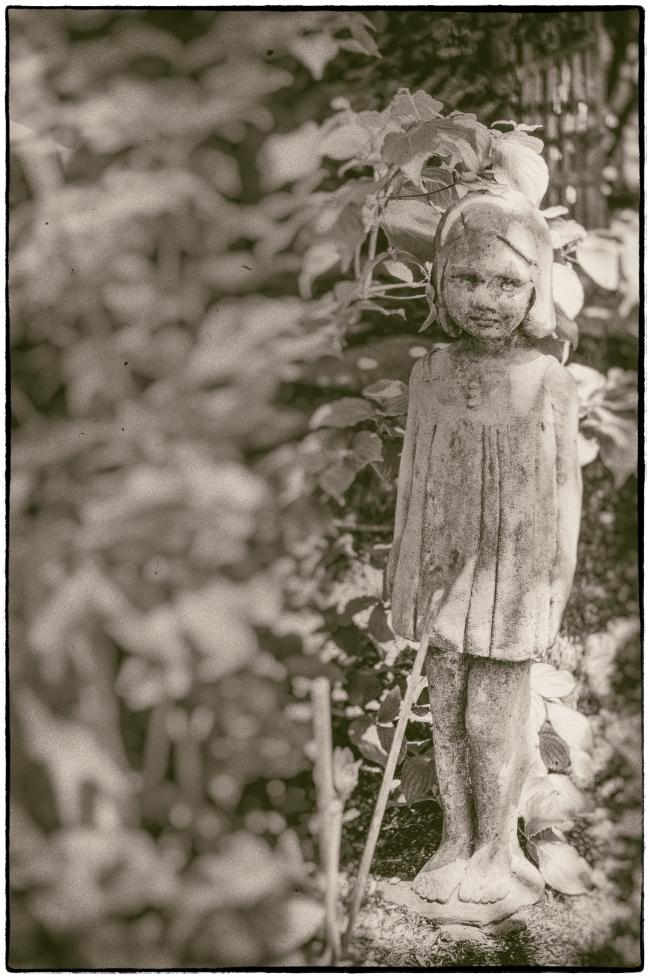 spookychildstatue-1
