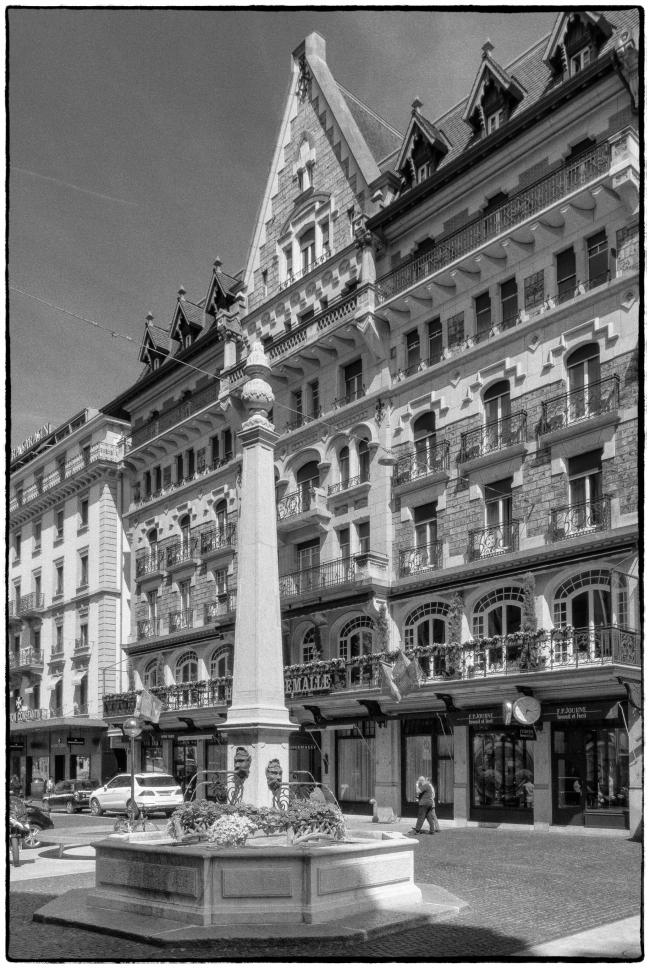 hotellongemalle&fountain-1