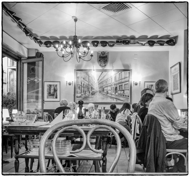 restauranthoteldeville-1