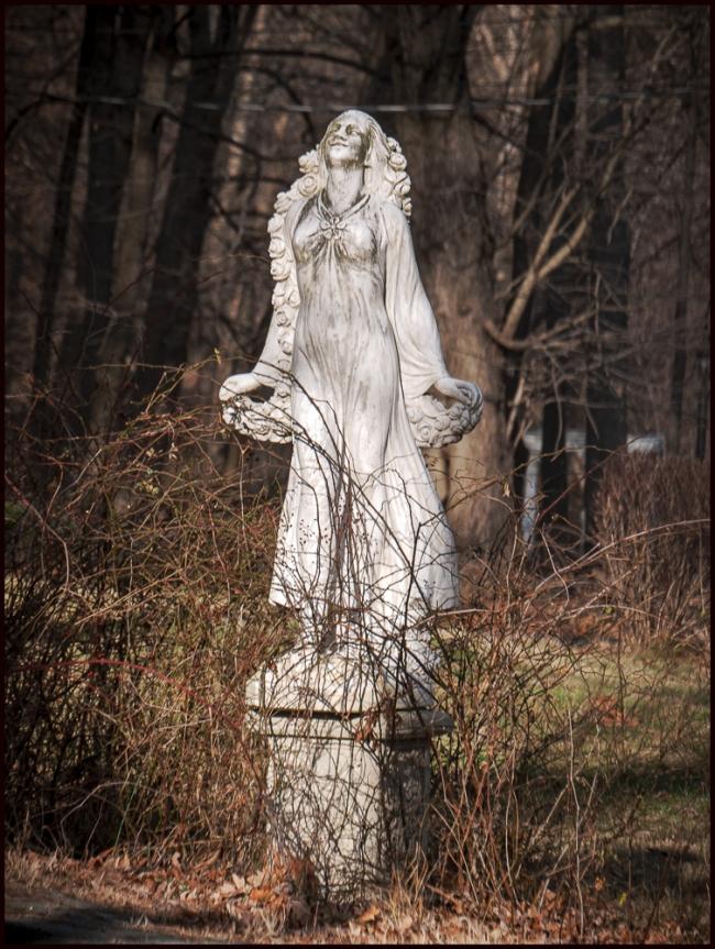 statue-1