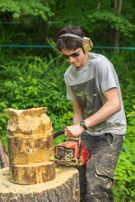 Wood carving with a chainsaw