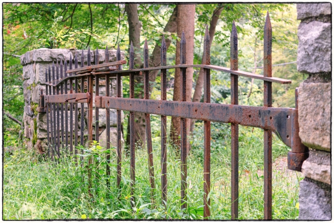 rustedirongate-1
