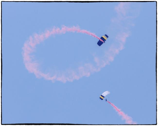 nyairshowparachutes-1